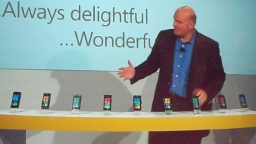 Steve Ballmer, le CEO de Microsoft, lors de la présentation de Windows Phone 7