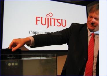 Fujitsu tablette Stylistic M532 plongée dans un aquarium...