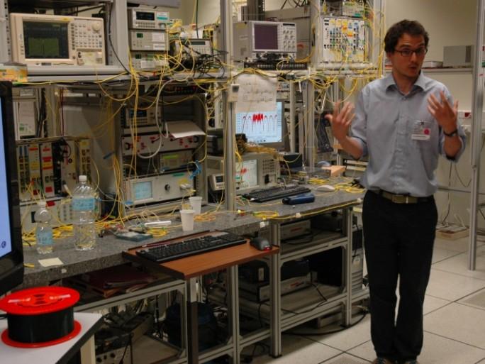 Alcatel-Lucent travaille à transporter plus de 2 Tbit/s par fibre optique