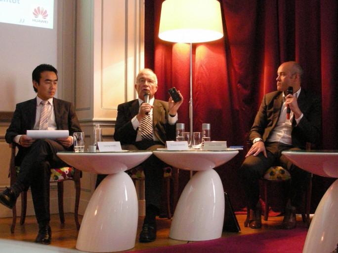 Wang Yeming (à gauche), directeur général, François Quentin (milieu), président du conseil d'administration, Philippe Perrin (à droite), directeur général adjoint.