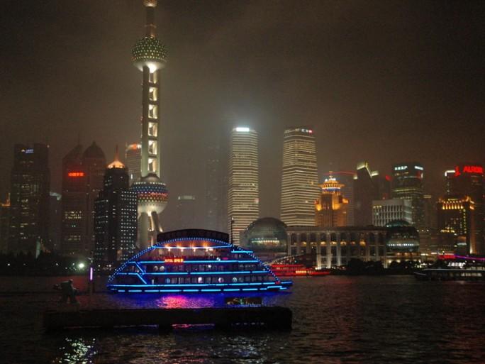 Shanghai, vue nocturne sur le fleuve (photo © christophe lagane)