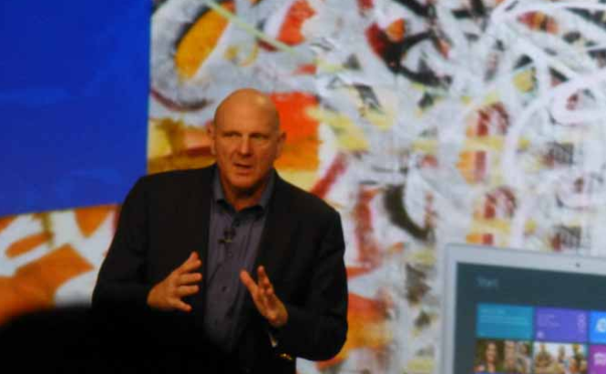 Steve Ballmer PDG de Microsoft, lors du lancement de Windows 8