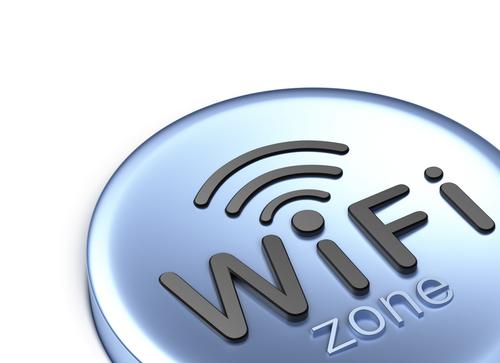 Google wifi (crédit photo © Alex Mit - shutterstock)