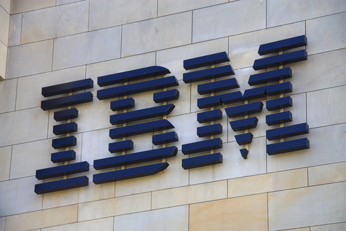 IBM logo (crédit photo © Tomasz Bidermann - shutterstock)