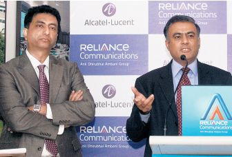 Sandip Biswas, responsable gestion réseau de Reliance Communications  et Vivek Mohan, président d'Alcatel-Lucent India