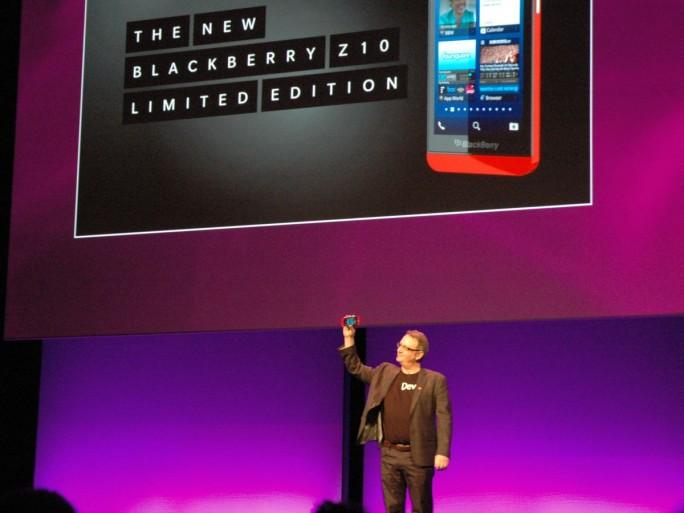 Au BB Jam 2013 d'Amsterdam, Alec Saunders brandit le Z10 rouge en édition limitée