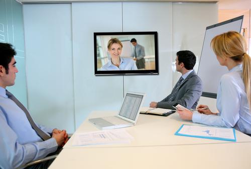 visioconférence vidéo communication (crédit photo © Goodluz - shutterstock)