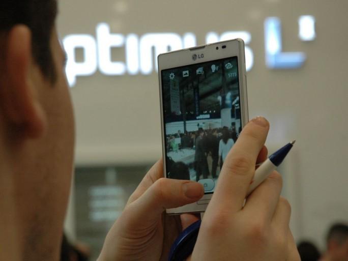 LG smartphone (L7 Series II)