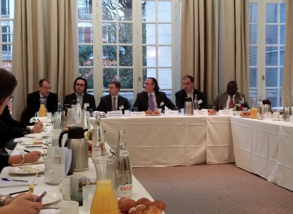 De gauche à droite : Philippe Jouvellier (HP), Charles Gresset (Econocom-Osiatis), Bernard Montel (RSA), José Diz (animateur CPI B2B), Antoine Rizk (Axway), Yaya Sylla (Teradata).