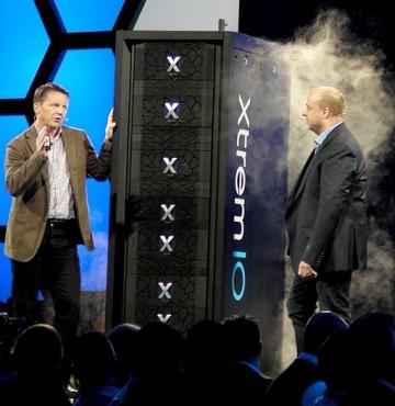 Guy Churchward (président Core Technologies Division chez EMC) et Jremy Burton (président Produits chez EMC) font fumer les performances de l'XtremIO 4.0.