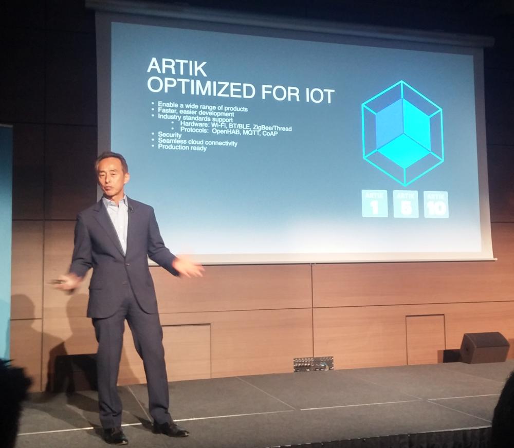 Young Sohn Artik, président stratégie de Samsung Electronics présente la plateforme Artik de développement des objets connectés.