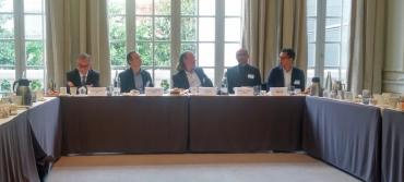 De gauche à droite : Pascal Lecoq, directeur des services Datacenter chez HP France, Nicolas Frapard, directeur des ventes EMEA chez HGST, José Diz, animateur du Club de la presse informatique B2B, Mokrane Lamari, responsable avant-vente chez Equinix, Édouard Ly, directeur marketing et communication chez Oxalide