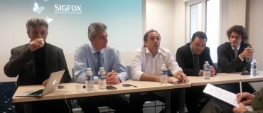 De gauche à droite : Christophe Fourtet (CSO, cofondateur Sigfox), Xavier Drilhon (CEO Sigfox), Ludovic Le Moan (président, cofondateur Sigfox), Rachid Touzani (directeur du Secrétariat polaire belge) et Kristoff Van Rottinghe (cofondateur de Sensolus)