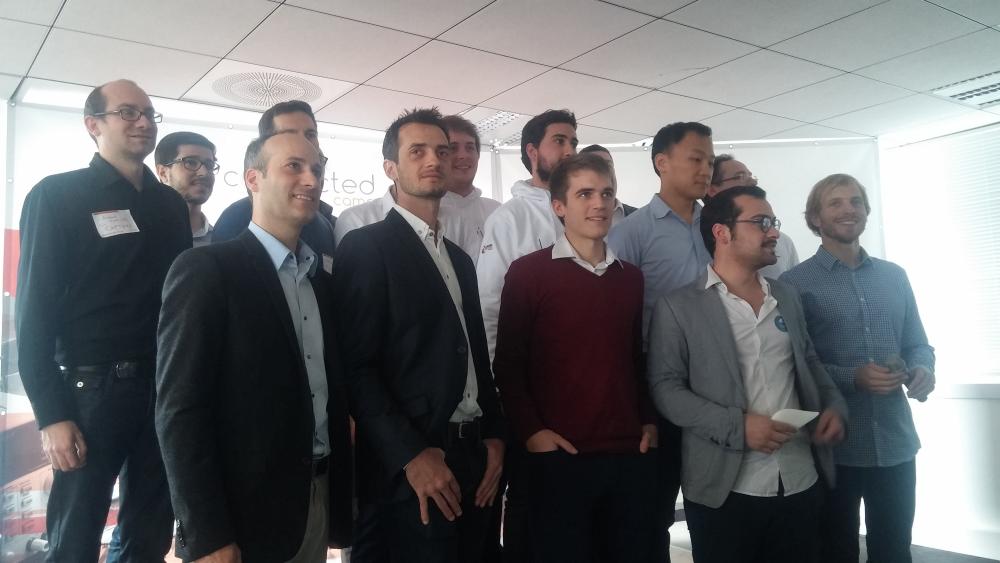Les équipes des huit start-up sélectionnées pour la première saison du Connected Camp.