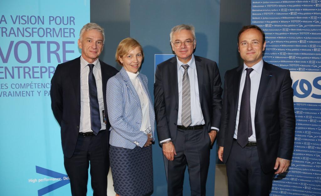 De gauche à droite: Christian Nibourel (Accenture), Annie Prévot (DSI de la Cnaf), Daniel Lenoir (DG de la Cnaf), Pierre Barnabé (Atos).