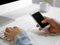 internet trafic entreprise smartphone clavier professionnel © Africa Studio - shutterstock