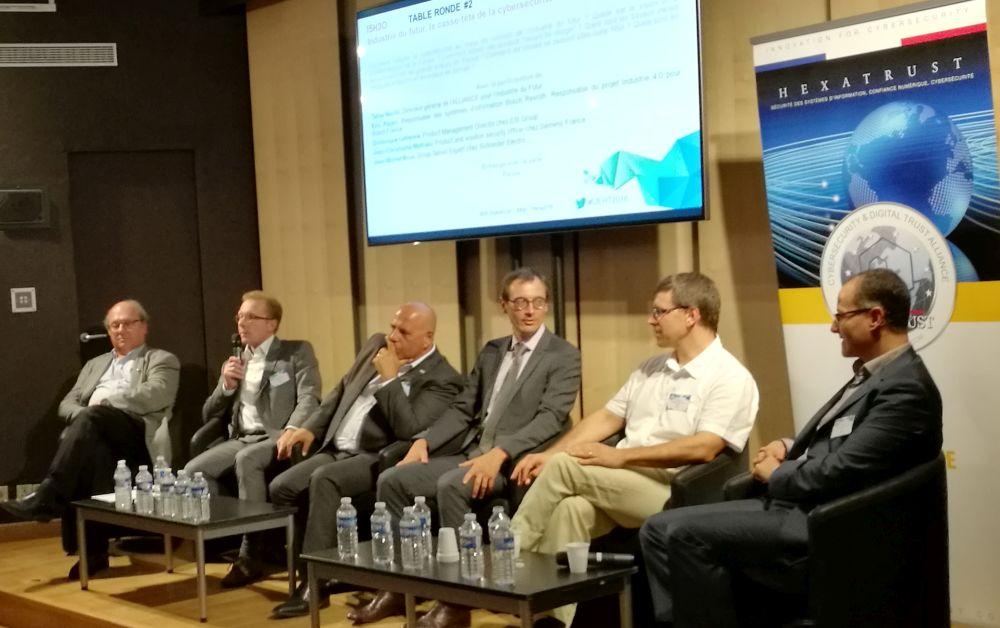 De gauche à droite : Jean-Pierre Tual (Gemalto), Jean-Michel Brun (Schneider Electric), Eric Payan (Bosch Rexroth), Dominique Lefebvre (ESI Group), Jean-Christophe Mathieu (Siemens) et Tahar Melliti (Alliance pour l'Industrie du futur).