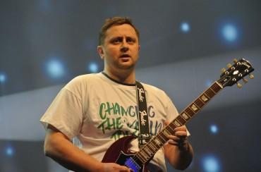 Octave Klaba à la guitare, lors du OVH Summit de 2016.