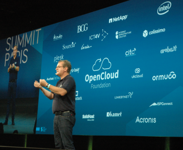 Laurent Allard, vice-président en charge de la stratégie, annonce l'initiative Open Cloud Foundation.