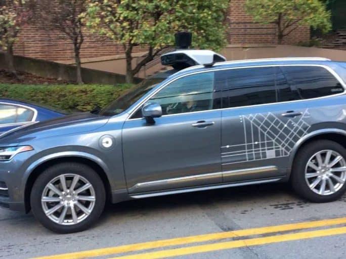 voiture autonome uber suspend ses tests apr s un accident mortel. Black Bedroom Furniture Sets. Home Design Ideas