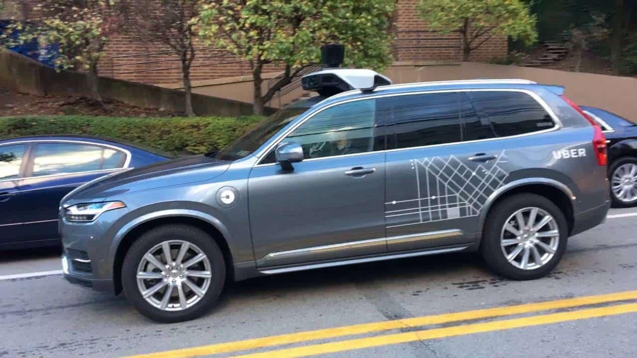 voiture autonome uber suspend ses tests apr s un. Black Bedroom Furniture Sets. Home Design Ideas