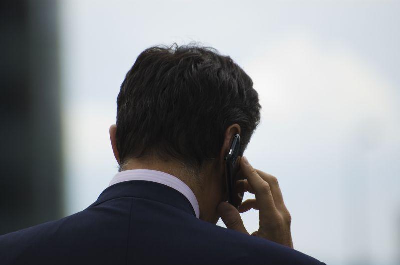 Communication-téléphonie-mobile-Fotolia_24628647_Subscription_L-©-Yves-Damin-Fotolia-800x600.com_