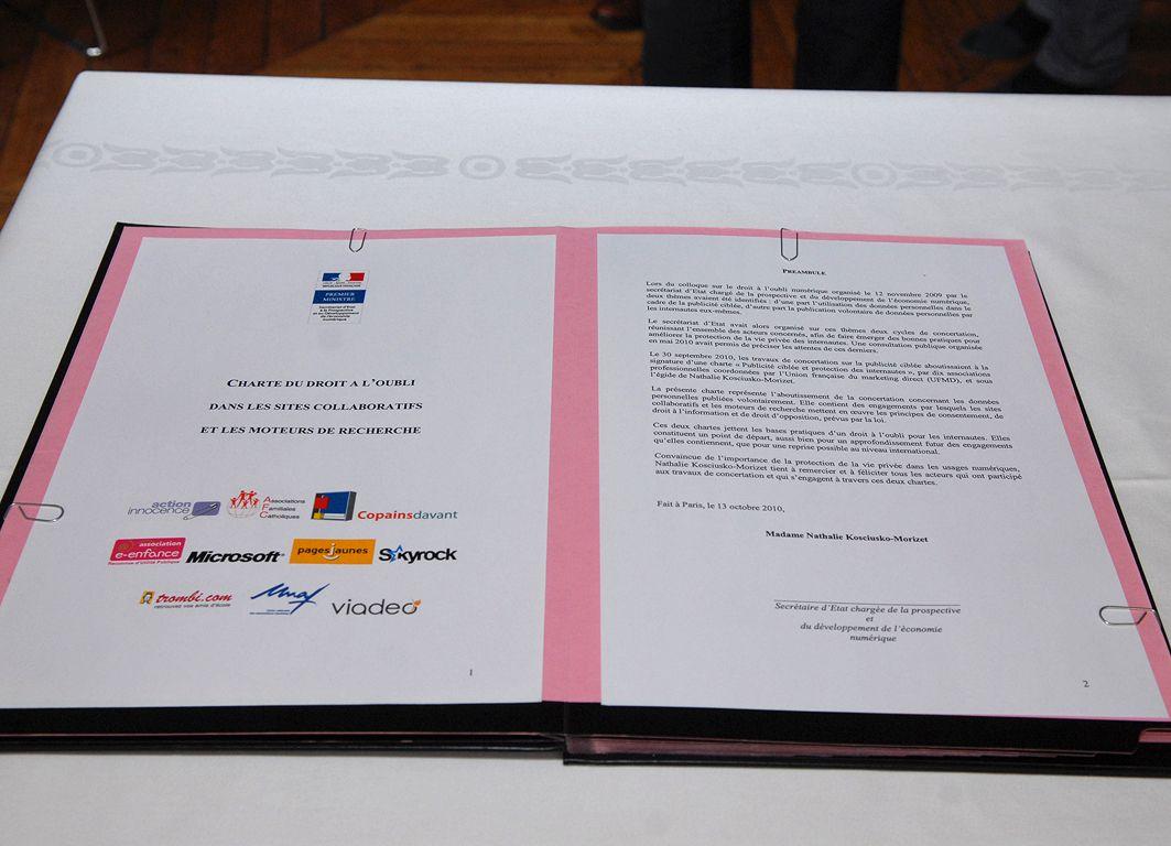 Charte du droit à l'oubli numérique présenté par secrétaire d'Etat à la Prospective et au Développement de l'économie numérique