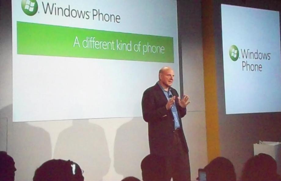 Steve Ballmer, CEO de Microsoft, lors de la présentation officielle de Windows Phone 7