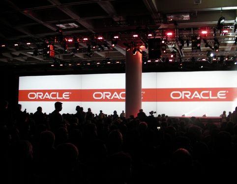 Oracle World 2010, scène du Moscone Center
